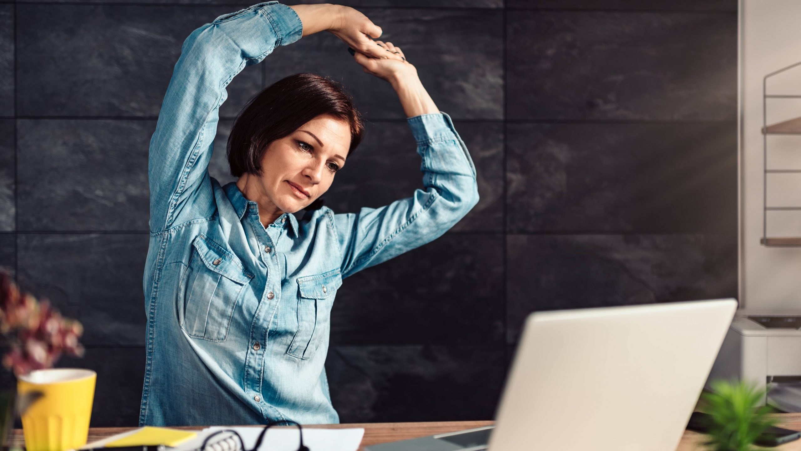 mayo-clinic-minute:-5-exercises-you-can-do-without-leaving-your-desk