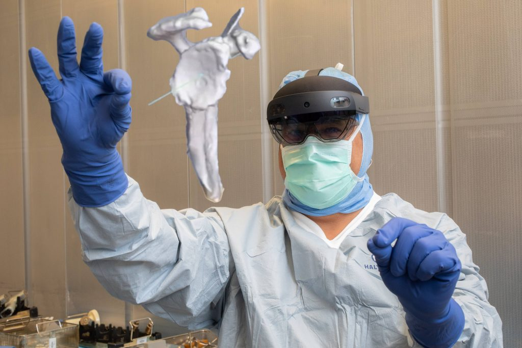 mayo-clinic-q&a-podcast:-mixed-reality-—-where-virtual-reality-and-real-life-meet-in-the-operating-room