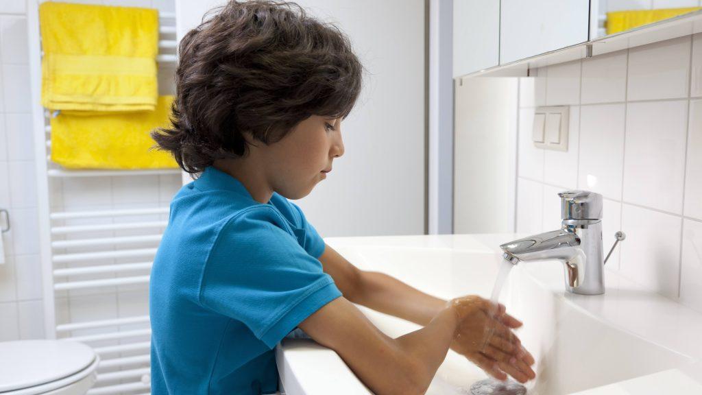 helping-children-clean-up-their-hand-washing-skills