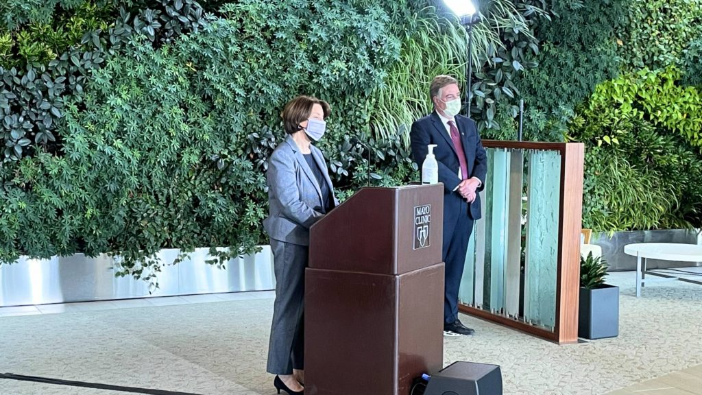 sen.-amy-klobuchar-and-mayo-clinic-doctors-highlight-crucial-work-on-combatting-misinformation-around-covid-19-vaccines