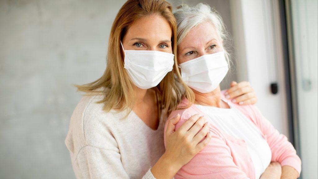 preguntas-y-respuestas:-despues-de-la-vacuna-contra-la-covid-19,-¿se-puede-visitar-a-amigos-y-seres-queridos?
